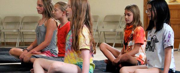 girls-meditating